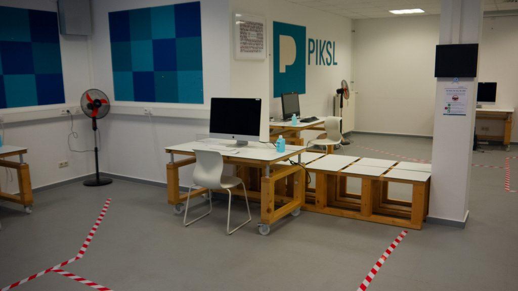 PIKSL Labor mit Bodenmarkierungen
